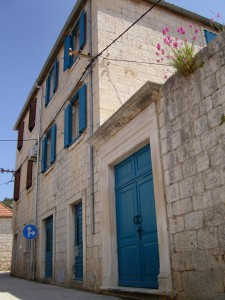 Vis_house_front_May_2013